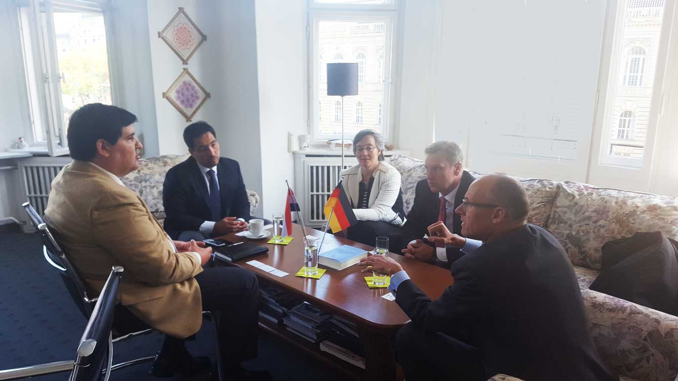 Reunión-con-representantes-de-Siemens-
