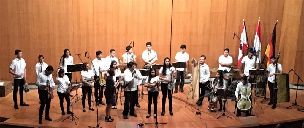 La orquesta de los instrumentos reciclados de CATEURA brindó un concierto en la ciudad de Berlín.