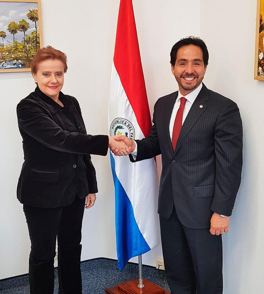 Reunión con la Embajadora de Costa Rica DoñaLydia Maria Peralta